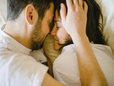 पति के व्यक्तित्व में आकर्षण बढ़ाएं
