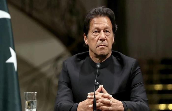 आर्थिक संकट के बीच अब सेना भी छोड़ रही है इमरान खान का साथ