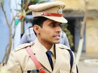 मुंबई से पटना पहुंचे IPS विनय तिवारी, बोले- BMC ने मुझे नहीं सिस्टम को क्वारंटाइन किया