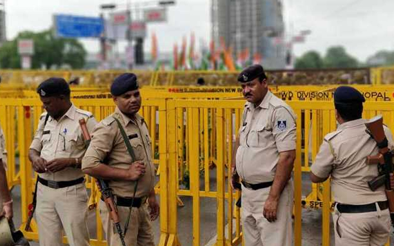 मध्य प्रदेश में जबलपुर नगरपालिका दफ्तर में किया कांग्रेस कार्यकर्ताओं ने हंगामा