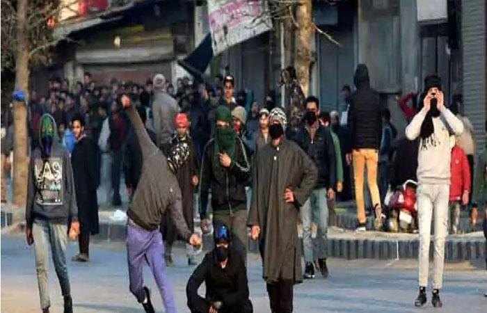 जम्मू-कश्मीर: 'देशद्रोहियों' और पत्थरबाजों पर कसी नकेल! अब नहीं मिलेगा पासपोर्ट