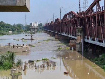 दिल्लीवासियों को मिली थोड़ी राहत, खतरे के निशान से नीचे आई यमुना