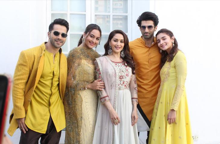 अमेजिंग लुक के साथ 'कलंक' के सितारों ने किया दिल्ली में फिल्म का प्रमोशन