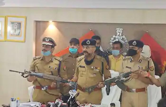 Kanpur Encounter: विकास दुबे के घर से बरामद हुई पुलिस से लूटी गई AK-47 राइफल