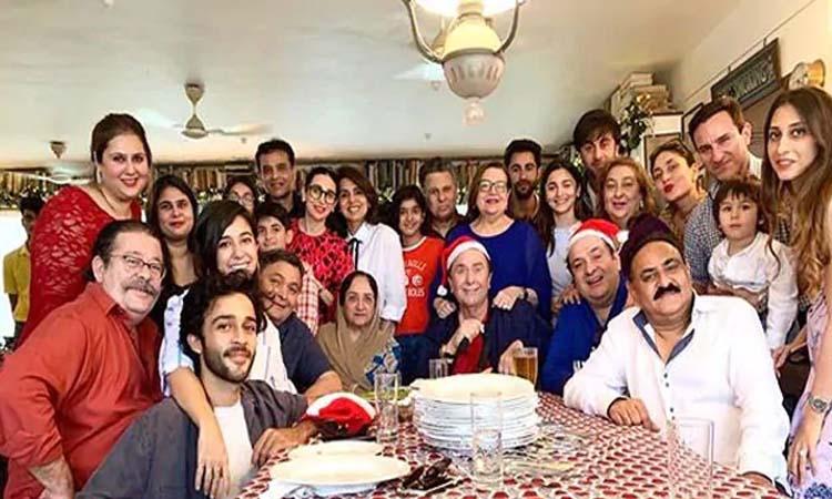 कपूर खानदान के परिवार का हिस्सा बनीं आलिया, Family Photo में आई नजर