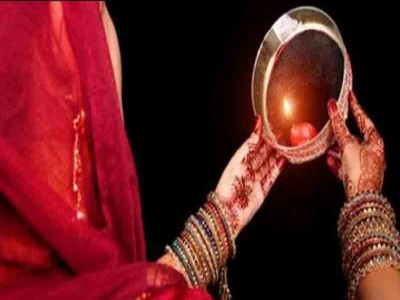 Happy Karwa Chauth 2019: करवा चौथ पर ऐसे करें पति-पत्नी प्यार भरा मैसेज