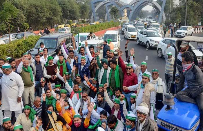 Farmers Protest Live: खाप ने दी सीधी चेतावनी- न मानी किसानों की मांग तो दिल्ली में रोक देंगे दूध-सब्जी की सप्लाई