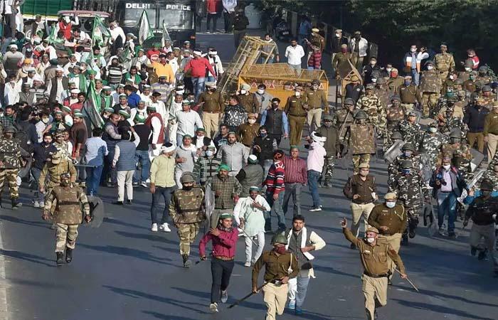 Kisan Aandolan: गाजीपुर बॉर्डर पर डटे किसानों को मिली दवा