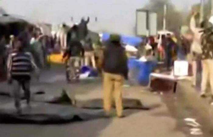 बड़ी खबर: सिंघू बॉर्डर पर हंगामा, प्रदर्शनकारी की तलवार से SHO अलीपुर घायल