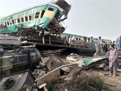 पाकिस्तान में भयंकर ट्रेन हादसा, आपस में टकराई दो ट्रेनें, लगभग 30 लोगों की मौत, 50 यात्री घायल