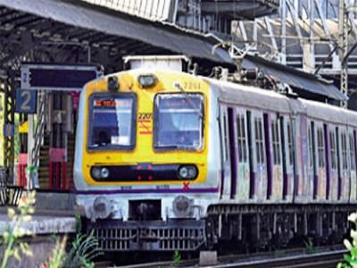 मुंबई : फेल हुआ पावर ग्रिड, पूरे शहर की बत्ती  गुल, लोकल ट्रेनों की सेवा भी रुकी