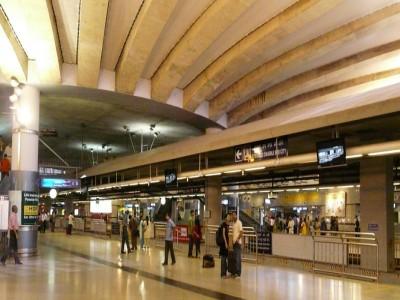 दिल्ली: राजीव चौक स्टेशन पर आत्महत्या करने के लिए मेट्रो के आगे कूदा