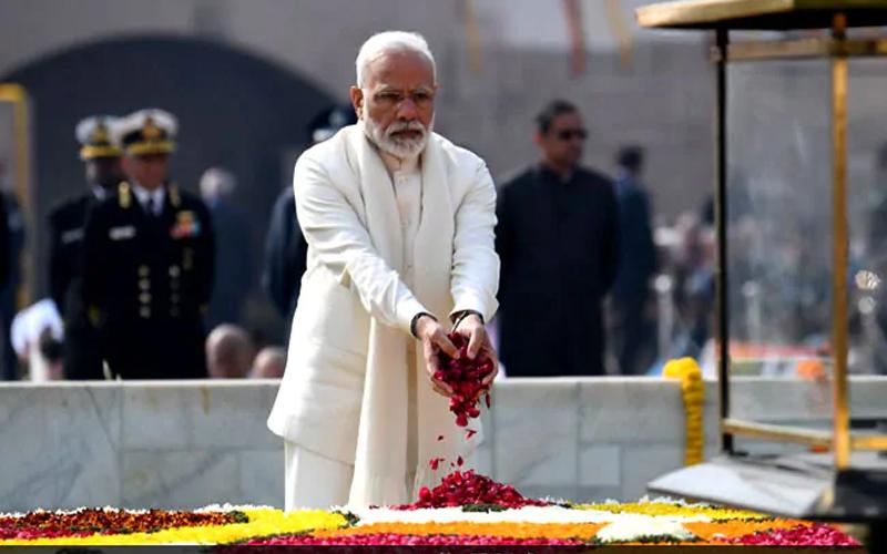 शपथ ग्रहण से पहले महात्मा गांधी, अटल जी और शहीद जवानों को दी पीएम मोदी ने श्रद्धांजलि