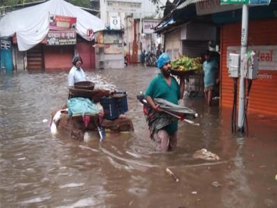 Mumbai Rains Live: मूसलाधार बारिश से 'दरिया' बनी मुंबई में आज छुट्टी का ऐलान