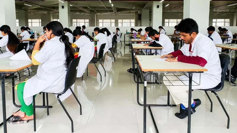 NEET 2020: कोविड-19 के बीच आज 15 लाख स्टूडेंट्स देने जा रहे है परीक्षा