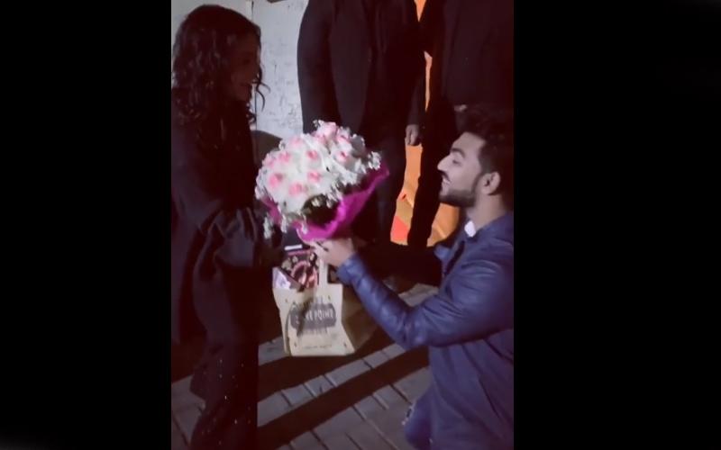 नेहा धूपिया और अंगद बेदी ने फिर चौंकाया, शादी के दिन ही हनीमून के लिए हुए रवाना; देखें वीडियो