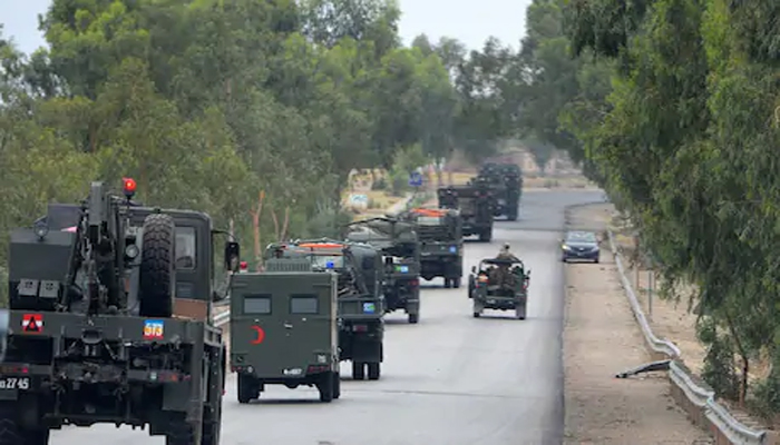 पाकिस्तान में तेल कंपनी के काफिले पर आतंकियों ने किया हमला, 21 की मौत