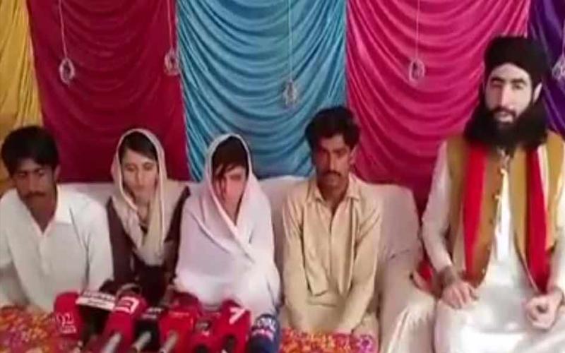 पाकिस्तालन चुनाव रिजल्टा LIVE UPDATES: इमरान खान की पार्टी को बढ़त बरकरार, शाहबाज और बिलावल चुनाव हारे
