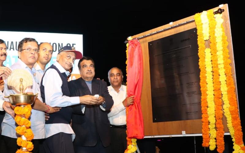 नाक में लगी पाइप के साथ पुल का उद्घाटन करने पहुंचे गोवा CM मनोहर पर्रिकर