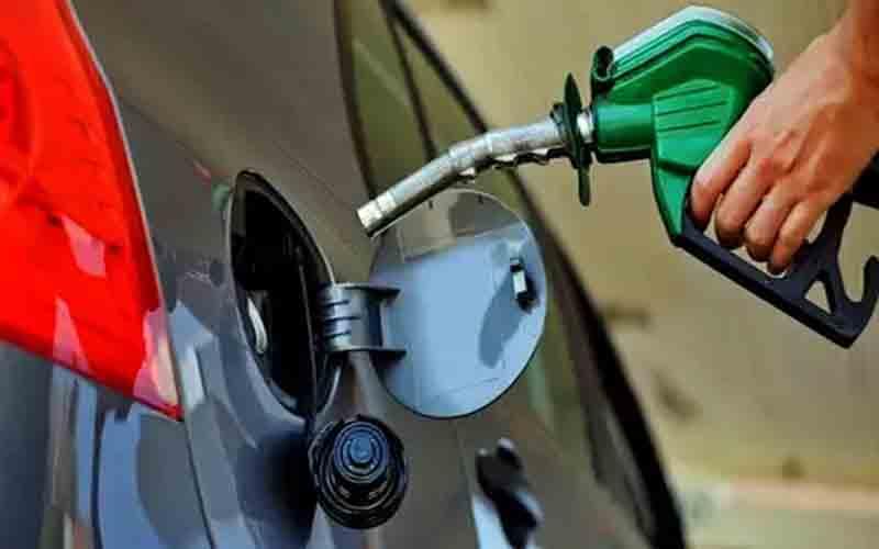 पेट्रोल-डीजल के दाम ने जनता को जलाया, दिल्लील में पेट्रोल के दाम 74.40 रुपये