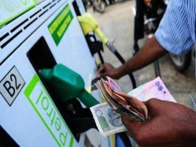 आम आदमी की जेब को राहत,  आई पेट्रोल-डीजल के दामों में कमी