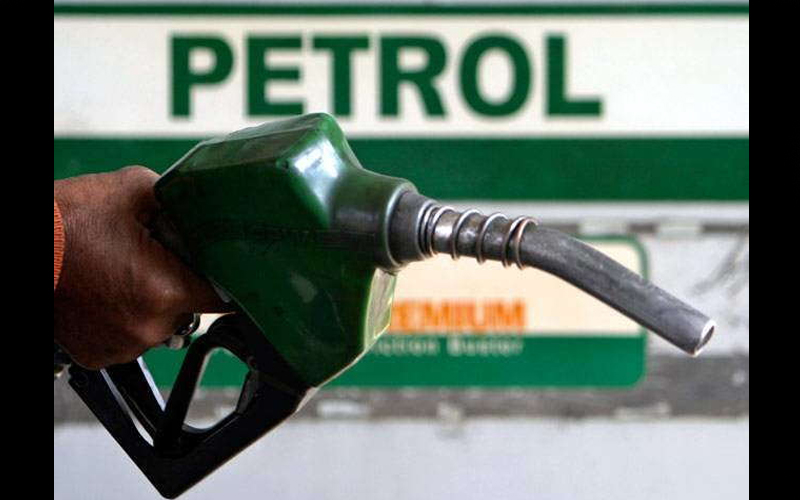 पेट्रोल-डीजल हो सकता है सस्ता, सरकार की तरफ से राहत के संकेत