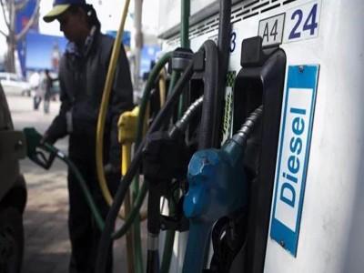 तीसरे दिन भी गिरे पेट्रोल-डीजल के दाम, जानें क्या है आज का भाव