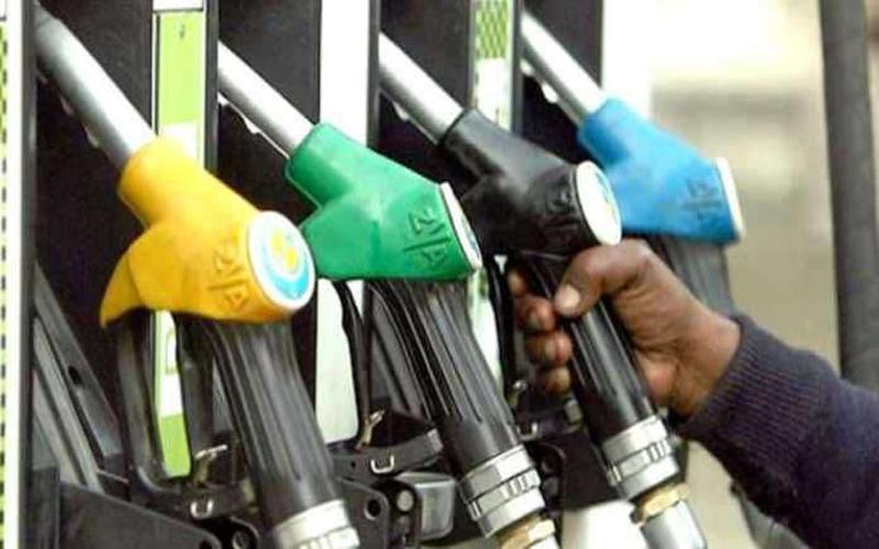 लगातार दूसरे दिन गिरे पेट्रोल और डीजल के दाम, जानें क्या है आज के रेट