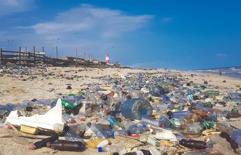 पर्यावरण की चुनौती बनता प्लास्टिक कचरा