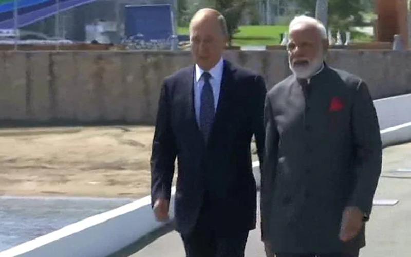 रूस दौरे पर PM मोदी: राष्ट्रपति पुतिन से की मुलाकात, भारतीय प्रवासियों से भी मिले