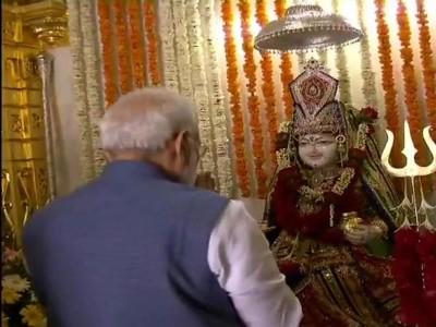 गुजरात: PM मोदी ने श्री अन्नपूर्णा धाम में की पूजा-अर्चना