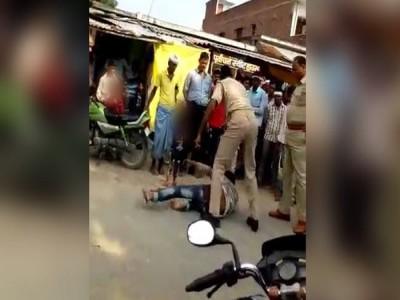 Siddharth Nagar Case: शख्स की बेरहमी से पिटाई करने वाले पुलिसकर्मियों पर हुआ हत्या के प्रयास का मामला दर्ज