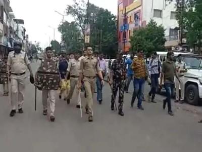 मध्य प्रदेश में 'चमत्कारी' पेड़ को छूने से रोकने पर भड़की भीड़, घायल हुए 12 पुलिसकर्मी