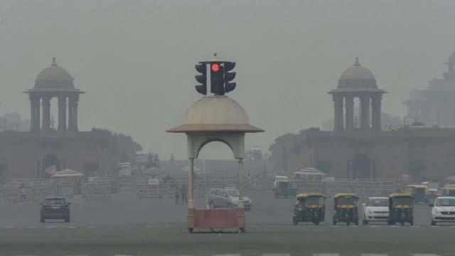 बढ़ते प्रदूषण ने बैठाया दिल्ली वालों का दिल, सरकार ने बुलाई उच्च स्तरीय बैठक
