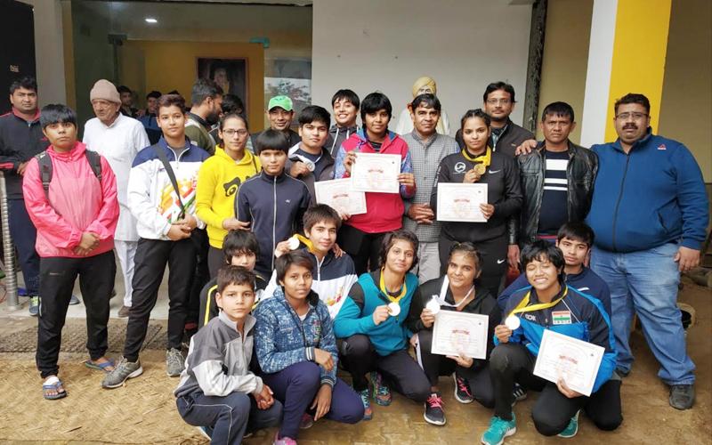 सब-जूनियर एवं जूनियर दिल्ली स्टेट कुश्ती चैंपियनशिप में गुरु प्रेमनाथ अखाड़े की महिला पहलवानों ने दिखाया अपना जलवा