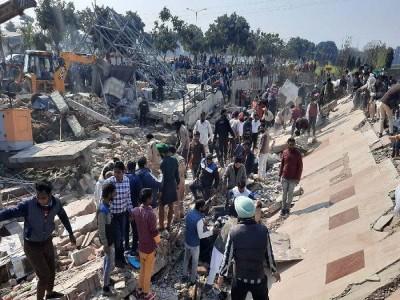 तीन मंजिला इमारत गिरी 5 से ज्यादा लोगों के मलबे में दबे होने की आशंका