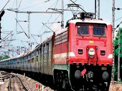 Indian Railway: आज से दिल्ली सहित इन रेलवे स्टेशनों पर तीन गुने महंगे हुए टिकट