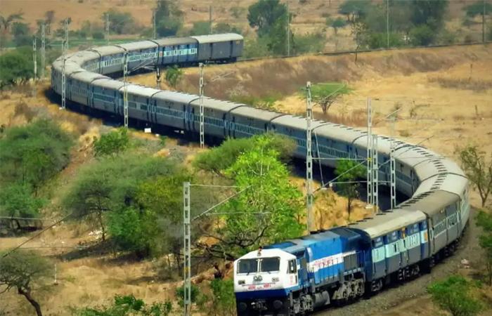 Indian Railways: रेलवे ने आज से कैंसिल कर दी ये सभी ट्रेन,यहां करें चैक