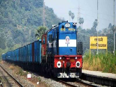 Sarkari Naukri: रेलवे ने निकाली बंपर भर्ती, , 10वीं से लेकर ग्रेजुएट्स तक कर सकते हैं अप्लाई