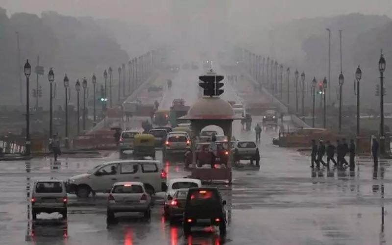 दिल्ली में आज हो सकती है कई इलाकों में बारिश