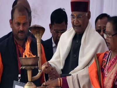 Kumbh 2019: संगम तट पर पत्नी संग रामनाथ कोविंद ने की पूजा