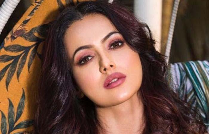 ब्रेकअप के बाद सना खान को बॉयफ्रेंड से ज्यादा पसंद आया वेटर