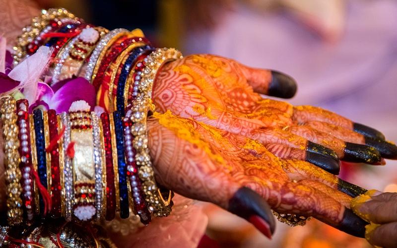शादीशुदा जिन्दगी को खुशहाल रखने के लिए भूल से भी ना करे ये काम