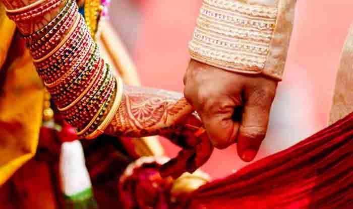 शादी के रिसेप्शन में गिफ्ट पैक में हुआ विस्फोट, पल में मातम में बदल गई खुशियां