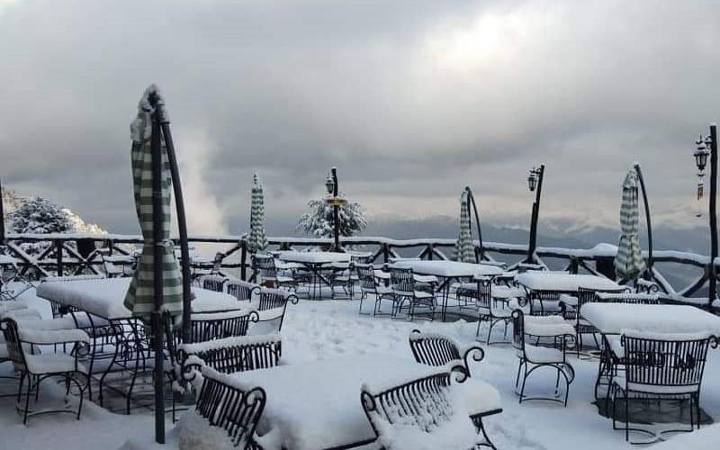 पहाड़ों पर हुई भारी बर्फबारी, सर्द हुए मैदानी इलाके
