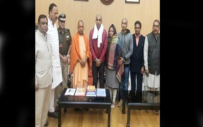 बुलंदशहर हिंसा: CM योगी से की सुबोध कुमार के परिवार ने मुलाकात, मिला न्याय का भरोसा