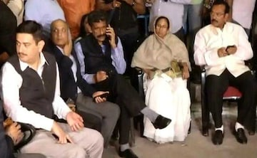 Live: मोदी सरकार के खिलाफ धरने पर बैठीं सीएम ममता बनर्जी