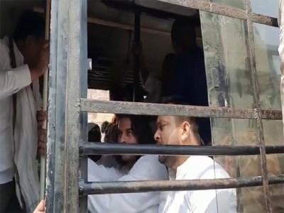पटना : RJD कार्यकर्ताओं का उपद्रव, तेजस्वी-तेजप्रताप हुए गिरफ्तार