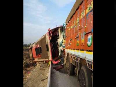 हुबली में ट्रक से भिड़ी बस, 6 की मौत