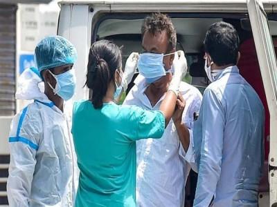 76 दिनों बाद देश में कम आए कोरोना मामले, 24 घंटे में तोड़ा 2726 मरीजों ने दम